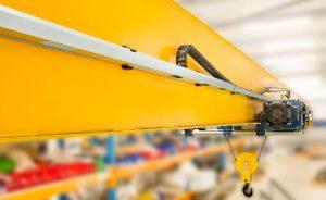 Ukryte koszty utrzymania systemu prowadzenia przewodów w suwnicach procesowych (EOT)