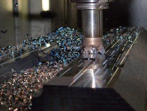 Obrabiarki CNC, frezarki, tokarki, szlifierki… Co zrobić, by uniknąć awarii na maszynie i poprawić jej wydajność?